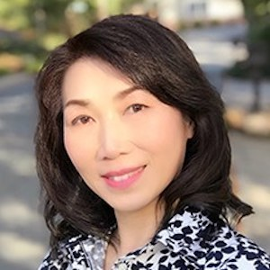 Winnie Leung,                     Agent in San Francisco - Compass