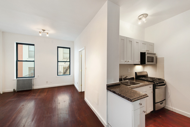246 West 18th Street, Unit 6 Image #1