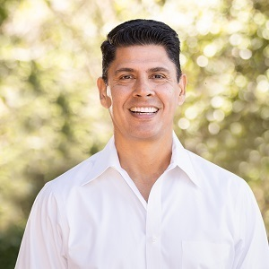 Raymond Chavez, Agent in San Francisco - Compass