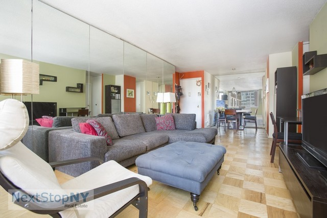 245 East 54th Street, Unit 28S Image #1