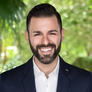 Michael Kontomanolis, Agent in Miami - Compass
