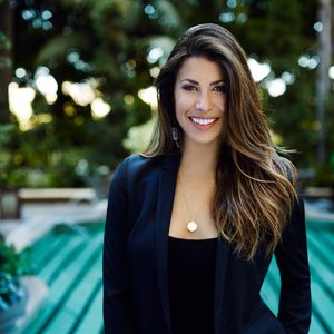 Gia Casty,                       Agent in Los Angeles - Compass