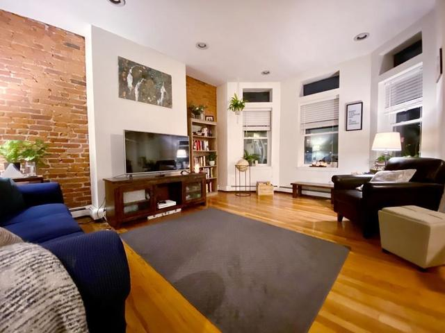 390 Riverway, Unit 4 Boston, MA 02115