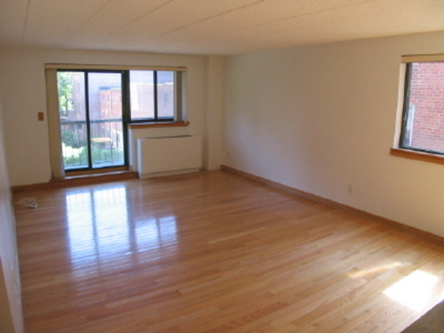 3220 Fairfield Avenue, Unit 4C Image #1