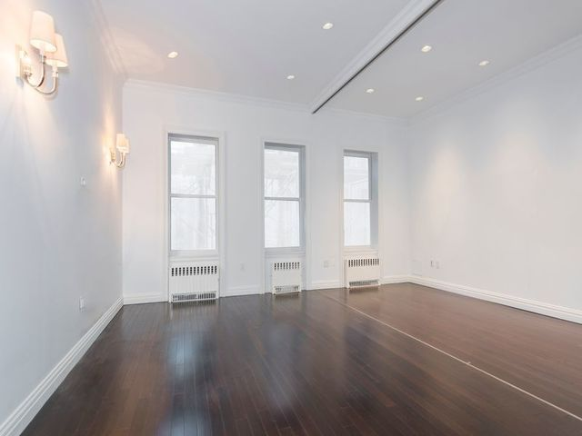 35 East 64th Street, Unit 3A Image #1
