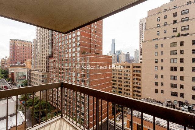 145 West 67th Street, Unit 8G Image #1