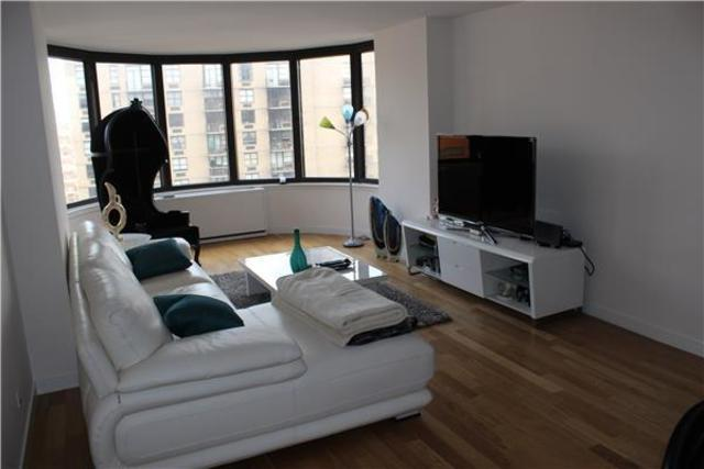 330 East 38th Street, Unit 32G Image #1