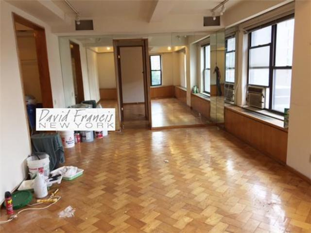 201 East 35th Street, Unit PHA Image #1