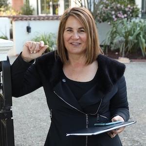 Leslie Schneider Goldstein