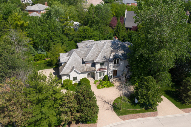 2129 Tuscany Court Glenview, IL 60025