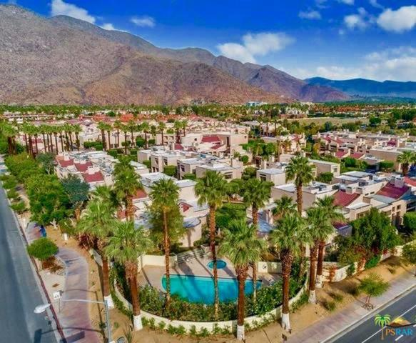 943 South Village Square Palm Springs, CA 92262