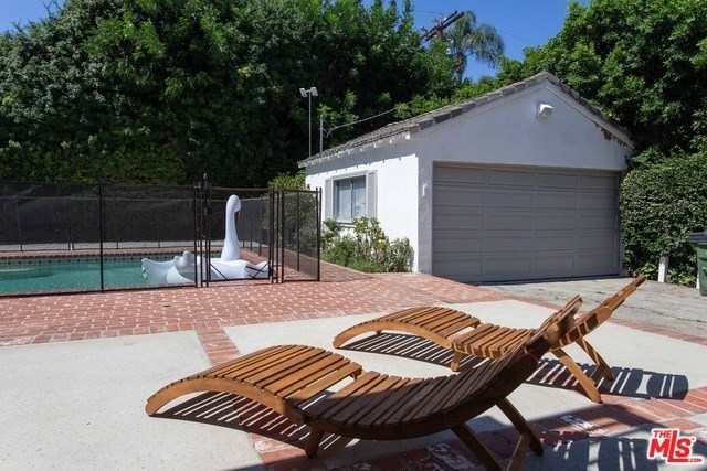 4115 Mary Ellen Avenue Studio City, CA 91604